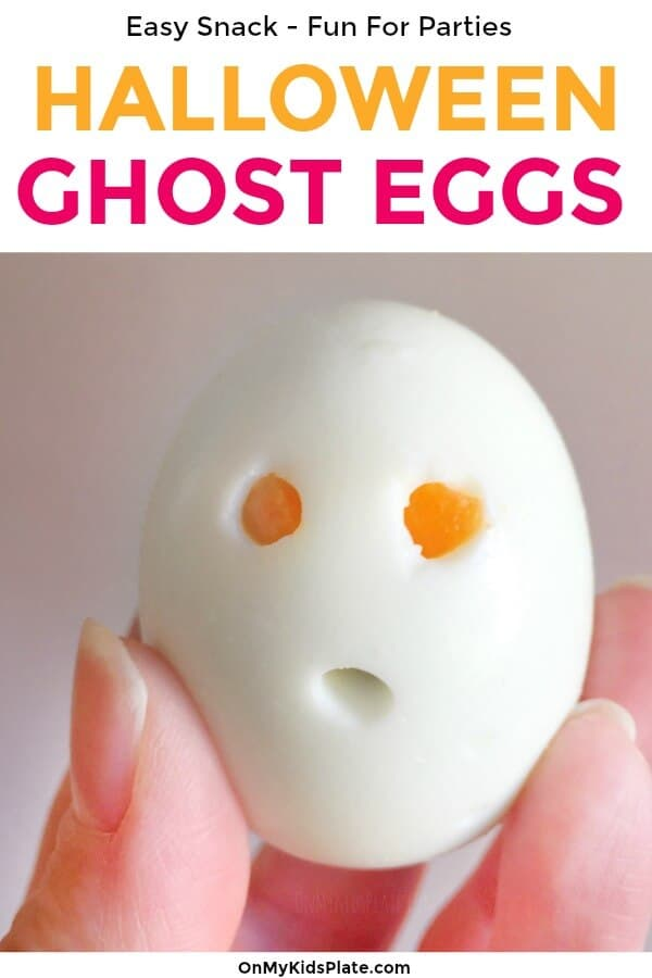 Need spooky halloween food ideas or halloween snacks? Hardboiled ghost eggs are perfect for a spooky snack, a Halloween party or a classroom snack. Easy and healthy, these ghosts are always a hit. #onmykidsplate #halloweenfood #hallloweensnacks #lunchboxides #eggs #harboiledeggs #bentobox #ghost