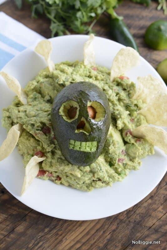 guacamole made to look like a skull