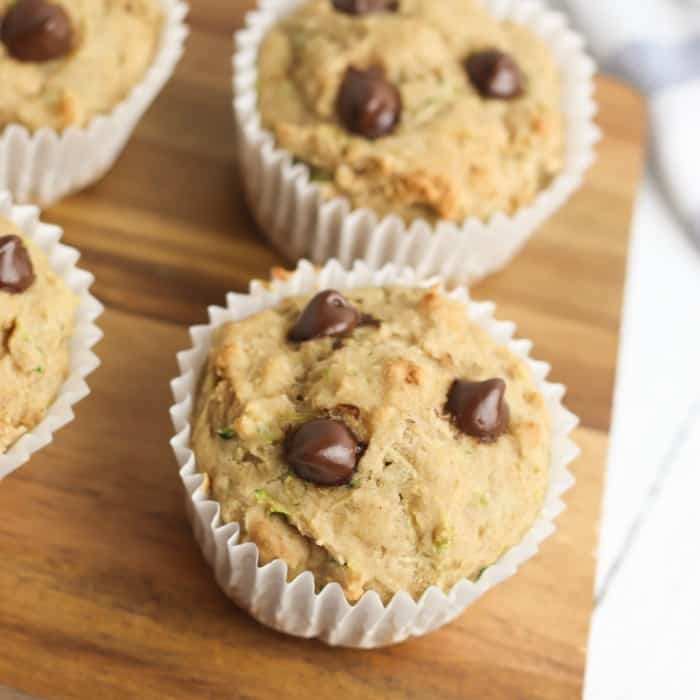 These easy zucchini chocolate chip muffins are delicious and a great recipe for the family. Use healthy swaps like greek yogurt, applesauce and whole wheat flour to make this yummy breakfast or snack. This is also a great recipe for baking together with kids! #onmykidsplate #healthyrecipes #muffins #breakfastrecipes #kidsrecipes #cookingwithkids #lunchboxrecipes #easyrecipes #easyhealthyrecipes #hiddenveggies